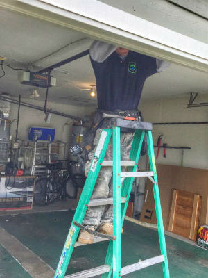 ETS GARAGE DOOR REPAIR OF SALT LAKE CITY TECNICIANS WORK